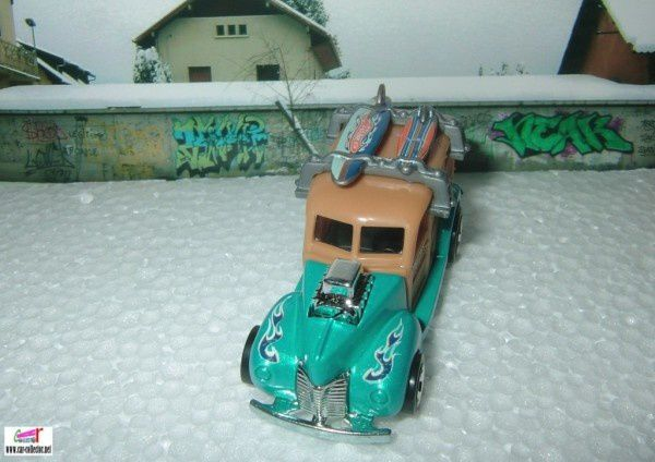 40S WOODIE HOT WHEELS 1/64 FORD WOODY AVEC PLANCHE DE SURF 40 WOODIE SURFBOARDS