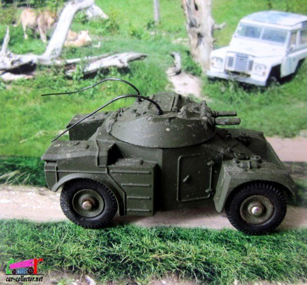 AUTO MITRAILLEUSE LEGERE PANHARD 60 DINKY TOYS 1/43