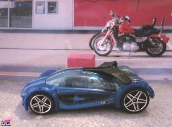 IRIDIUM HOT WHEELS 1/64 VOITURE FUTURISTE