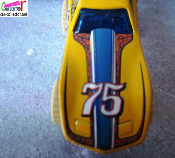 MONSTER VETTE - CORVETTE STINGRAY 1975 4X4 - STREET BEAST HOT WHEELS