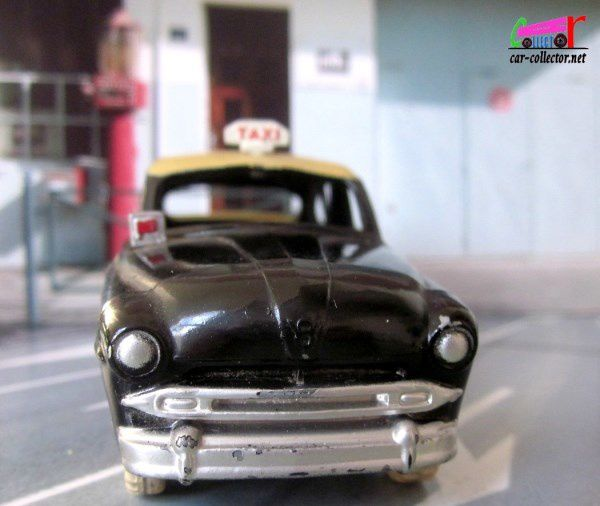 FORD VEDETTE TAXI 1953 DINKY TOYS 1/43