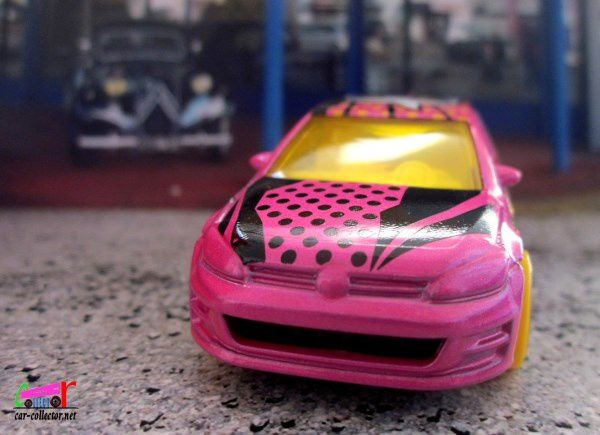 VOLKSWAGEN GOLF MK7 HOT WHEELS 1/64