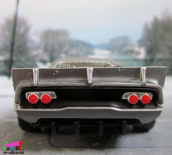 DOM'S ICE CHARGER - DODGE CHARGER R/T FAST AND FURIOUS 8 JADA TOYS 1/24