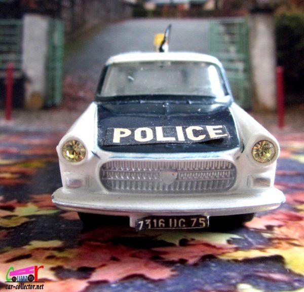 PEUGEOT 404 BREAK POLICE DINKY TOYS 1/43