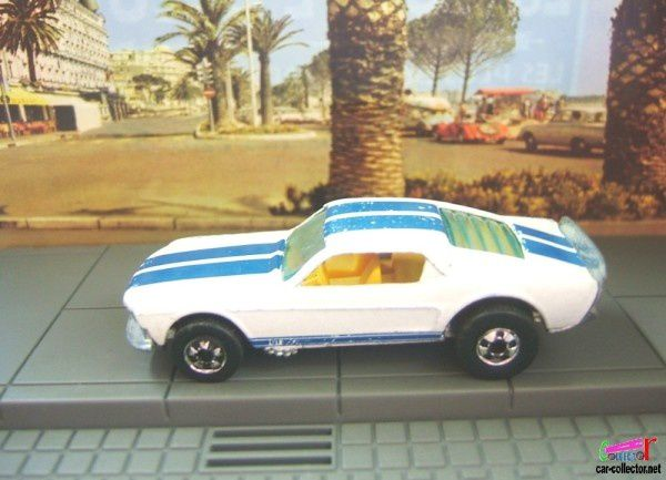 FORD MUSTANG STOCKER HOT WHEELS 1/64