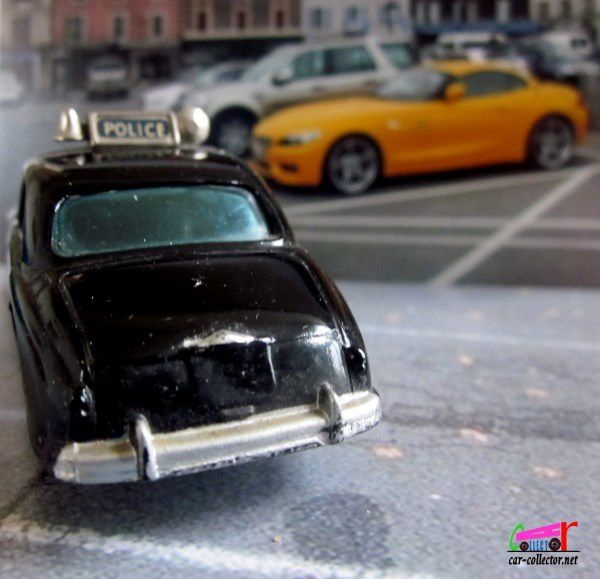 RILEY PATHFINER POLICE CAR 1958 CORGI 1/48