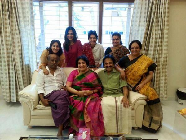 SUPERSTAR RAJNIKANTH WITH HIS FAMILY