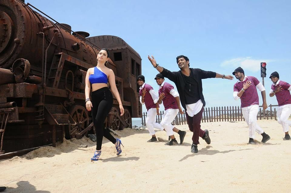 KATHTHI SANDAI - NEW PHOTOS