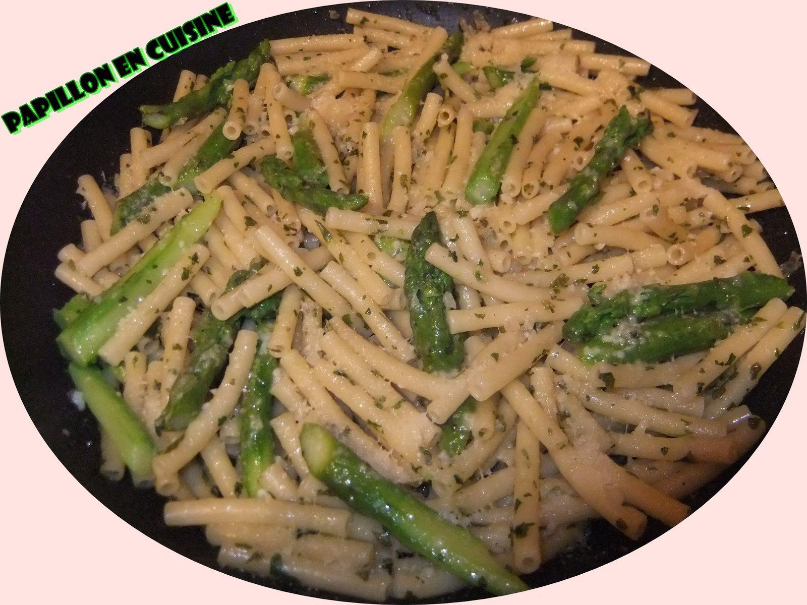 recette p tes et asperges vertes au beurre d 39 ail et parmesan papillon en cuisine. Black Bedroom Furniture Sets. Home Design Ideas