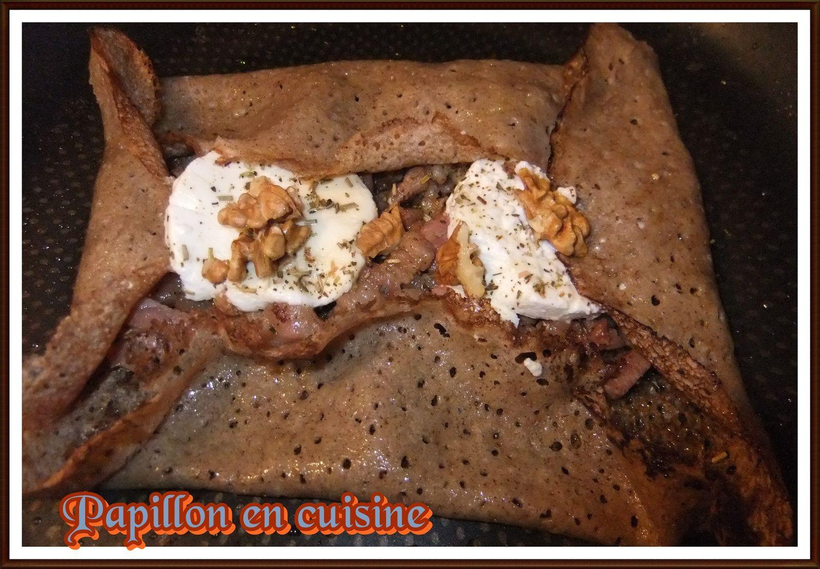 Recette : Galette garnie chèvre, lardons, noix et miel