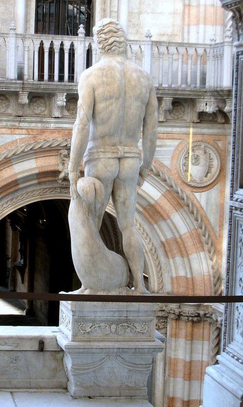 Neptune, est originellement, dans la mythologie romaine, le dieu des Eaux vives et des Sources. Il est assimilé au dieu des Océans de la mythologie grecque, Poséidon.