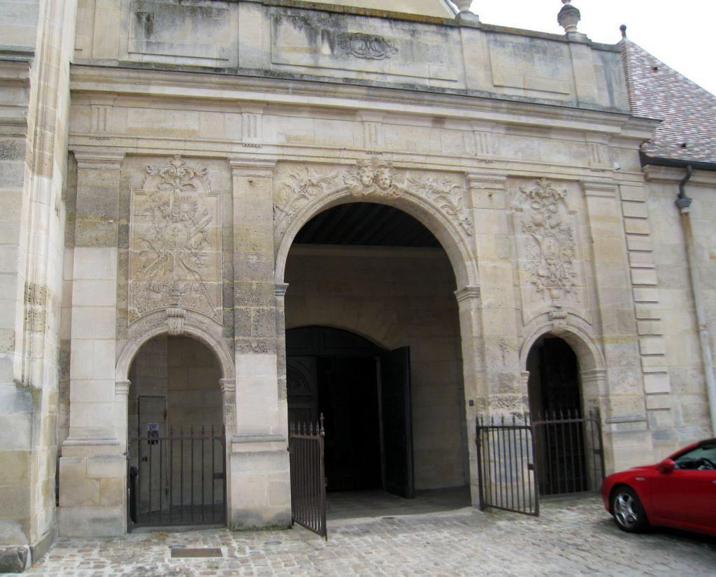 La façade de l'église Notre-Dame de Pontoise