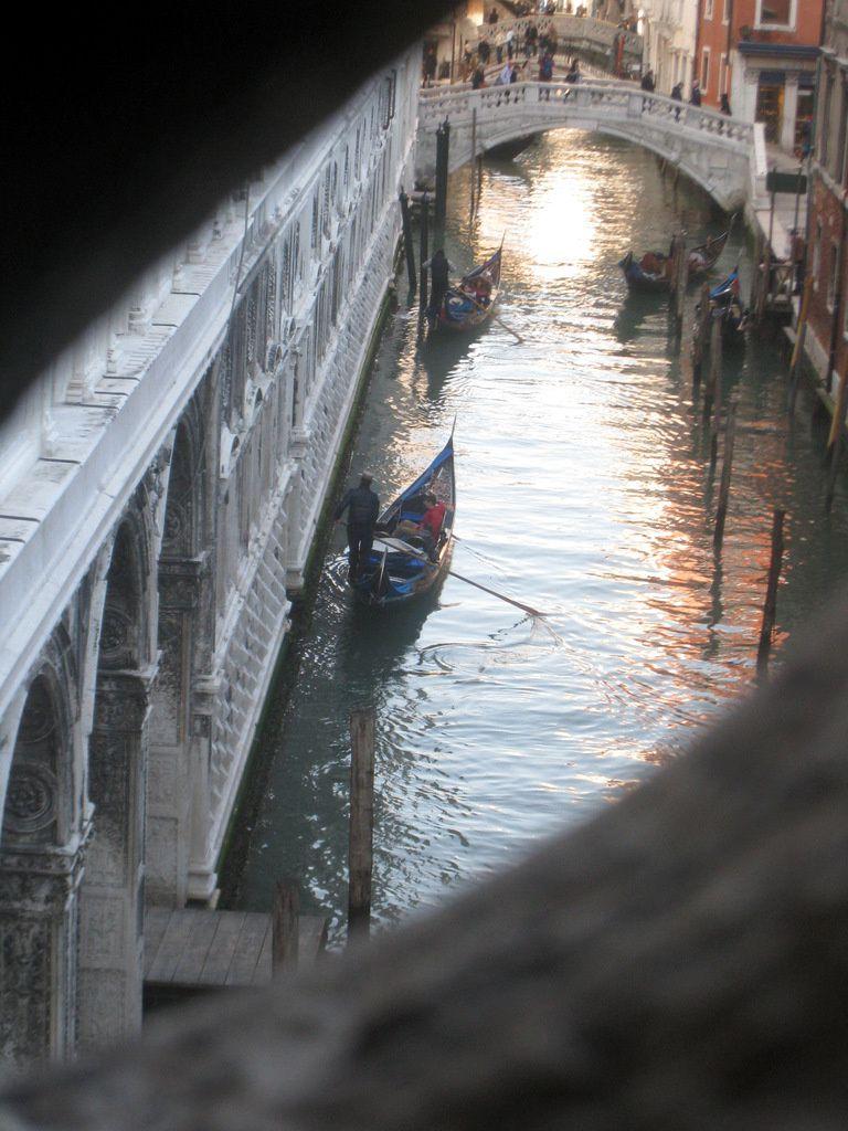 L'intérieur du pont des Soupirs, Venise