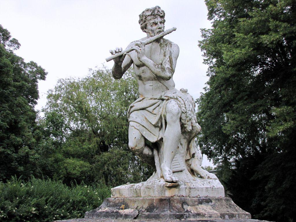 Berger à la flûte, parc du château de Franconville (St Martin-du-Tertre)