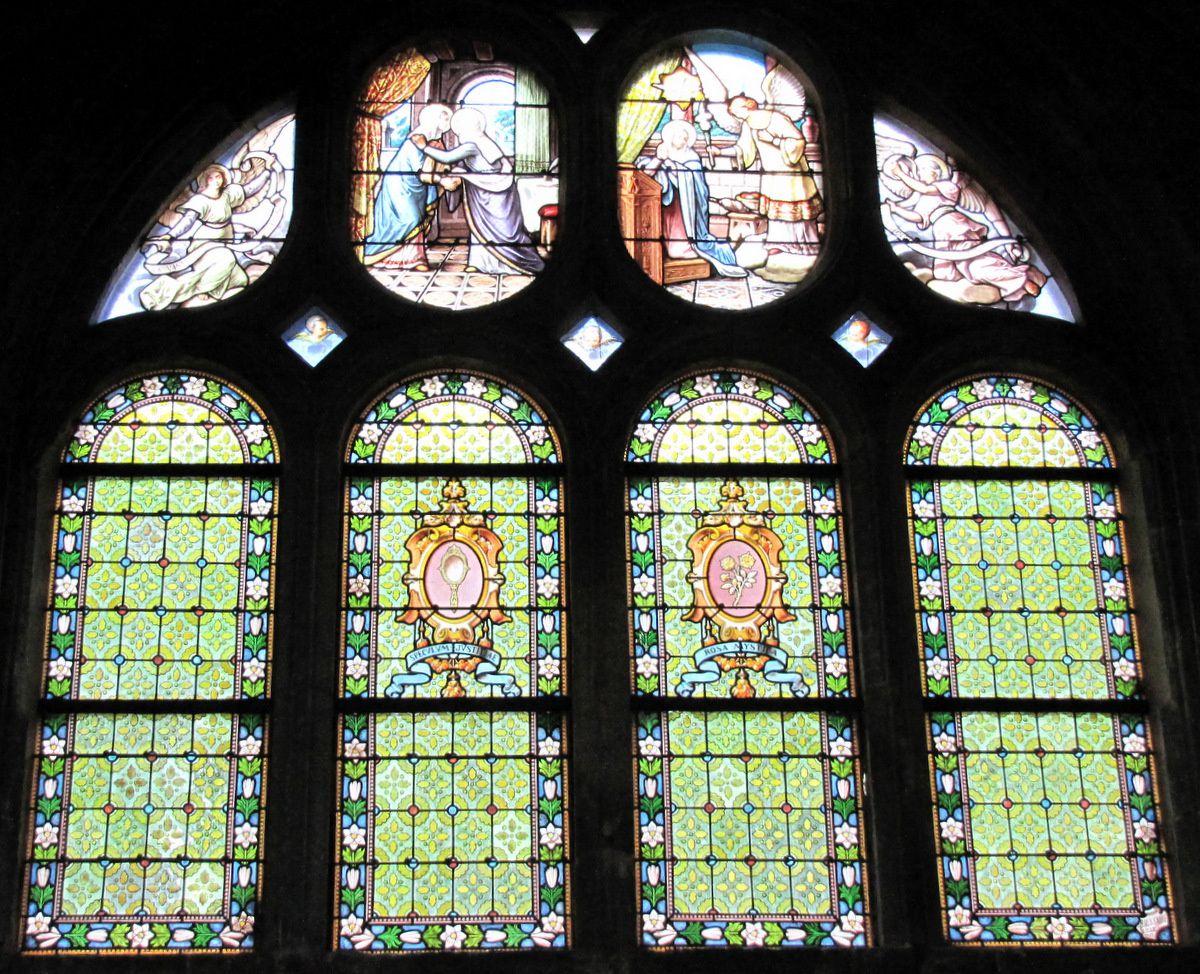 Vitrail 'L'Annonciation et la Visitation de la Vierge', église Notre-Dame de Pontoise