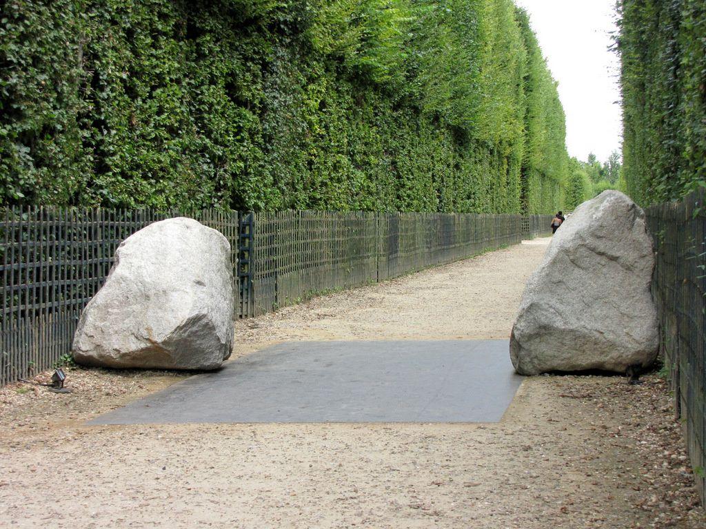 Lee Ufan Versailles, Earth of the Bridge