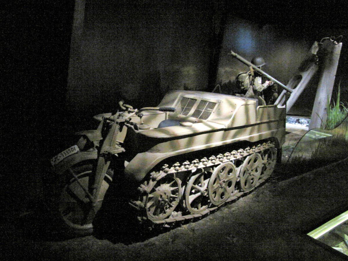 Moto chenille Kettenkrad (Sd.Kfz.2), musée Airborne