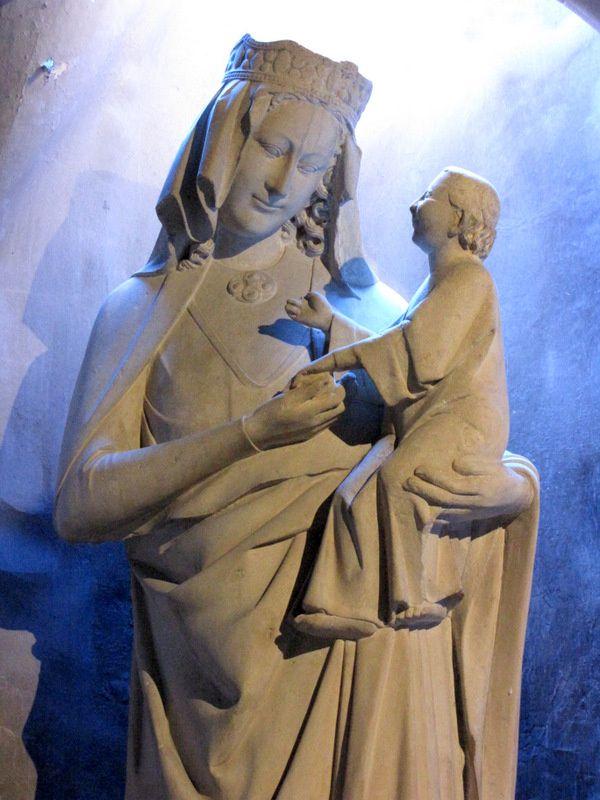 La Vierge miraculeuse de l'église Notre-Dame de Pontoise