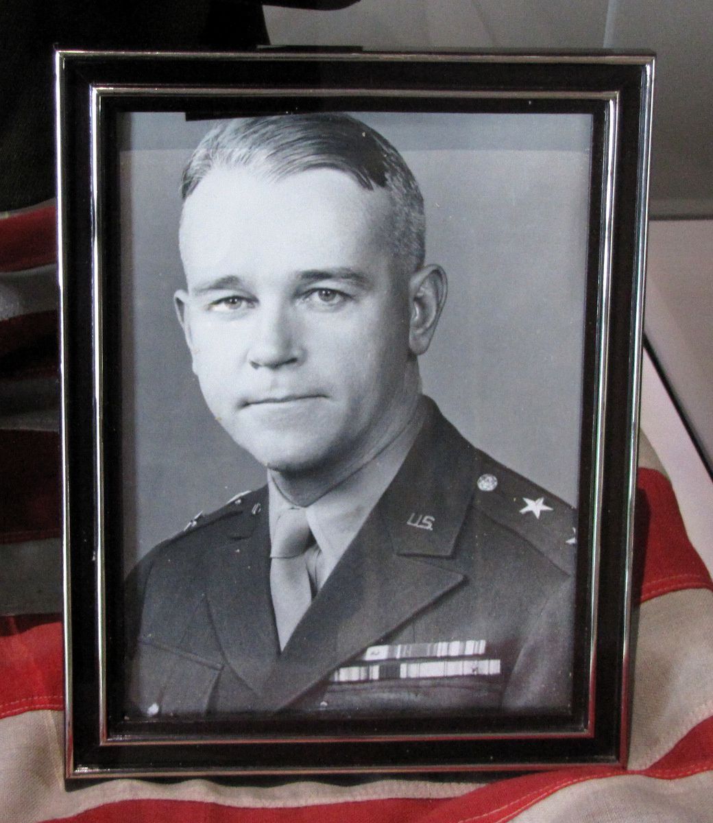 Général US Joseph L. Collins