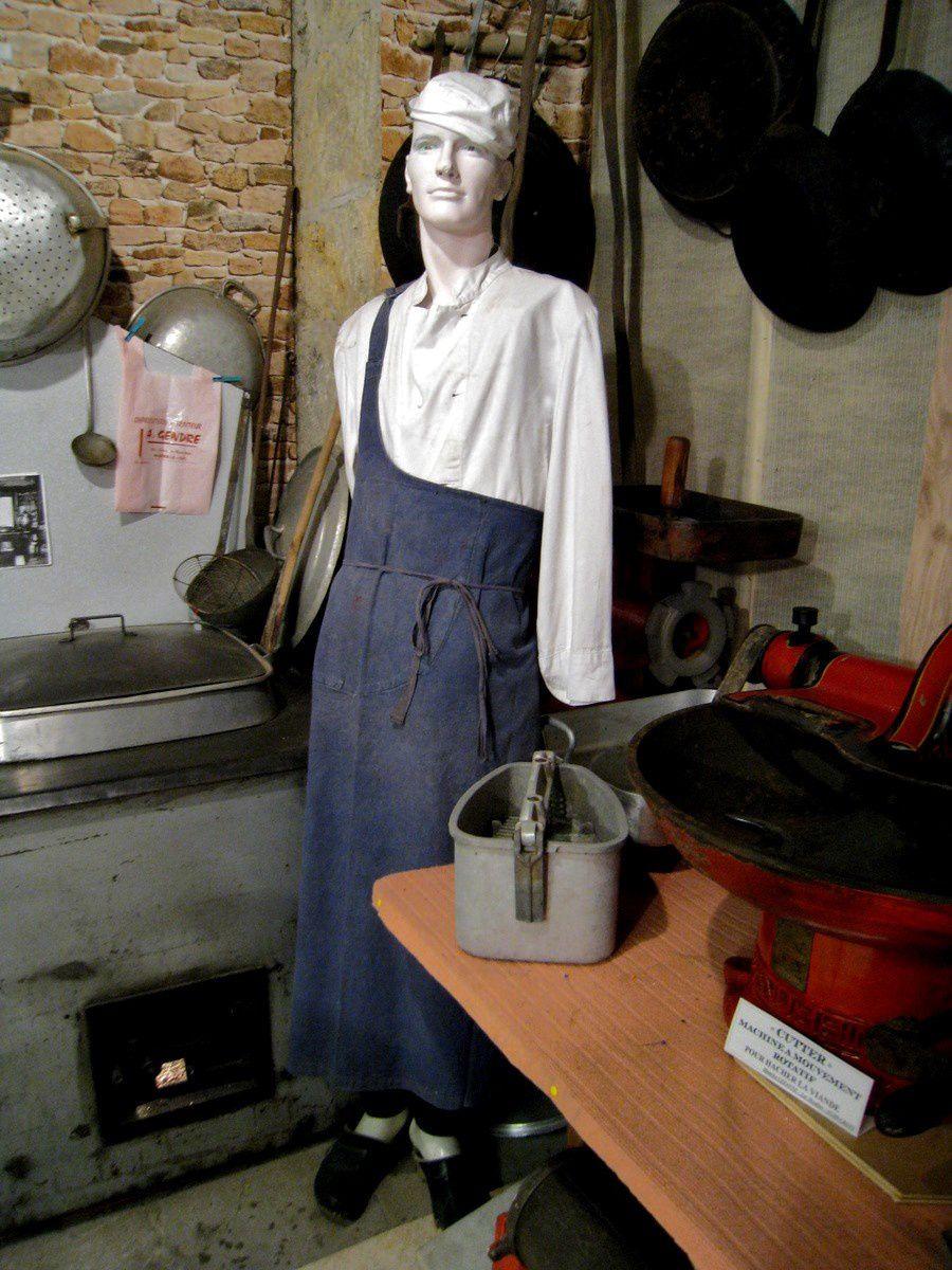 Charcutiers, musée de la charcuterie (Crots)