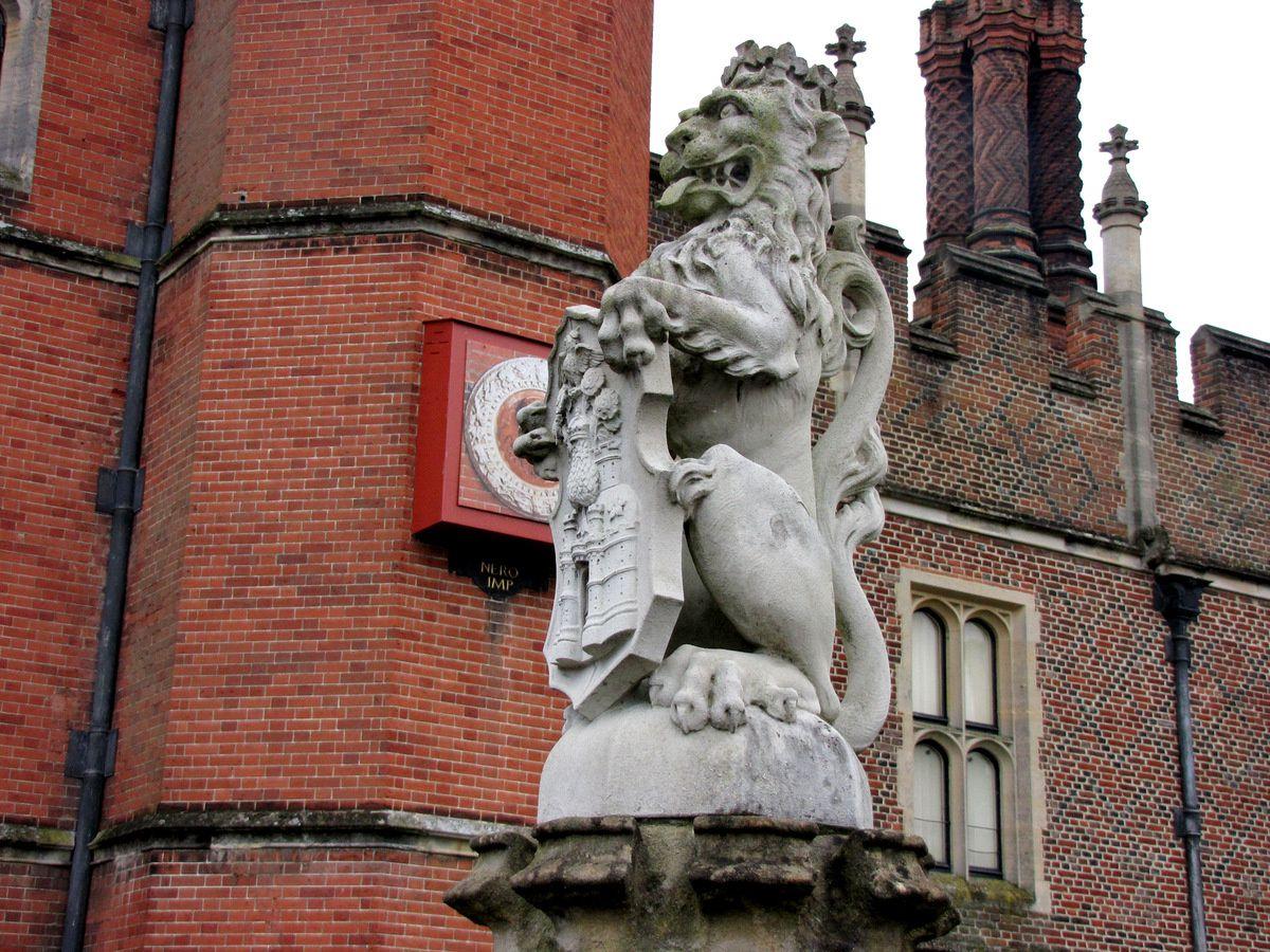 Château de Hampton Court Palace, façade et entrée