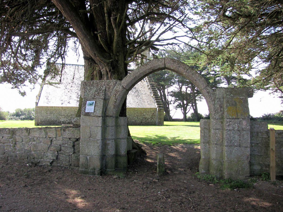 La chapelle de Beuzec, commune de Plomeur (Finistère).