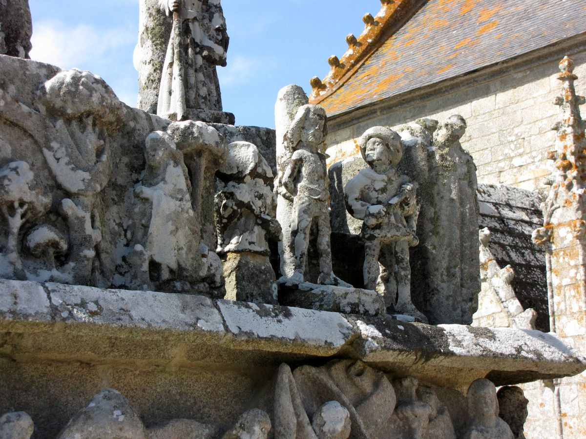 Le calvaire de Tronoën, façades Est et Sud
