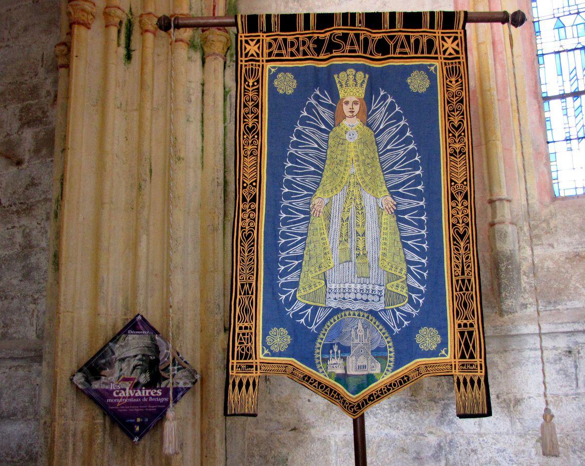 Bannière à Notre Dame de Tronoën