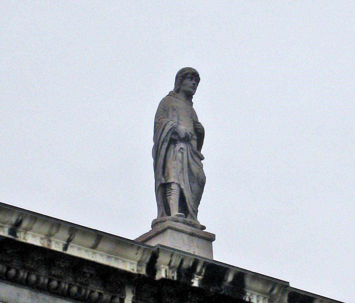 Statues et sculptures de la piazza dei Signori à Vérone