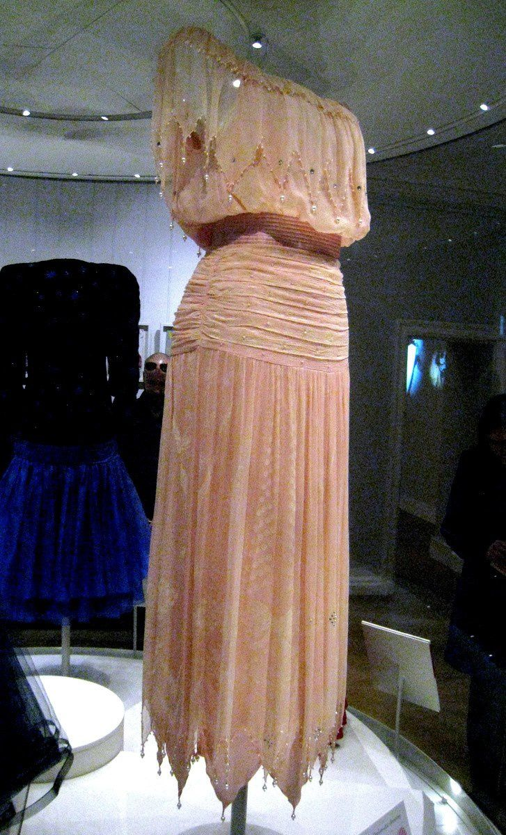Robes de Diana, Princesse de Wales, Palais de Kensington