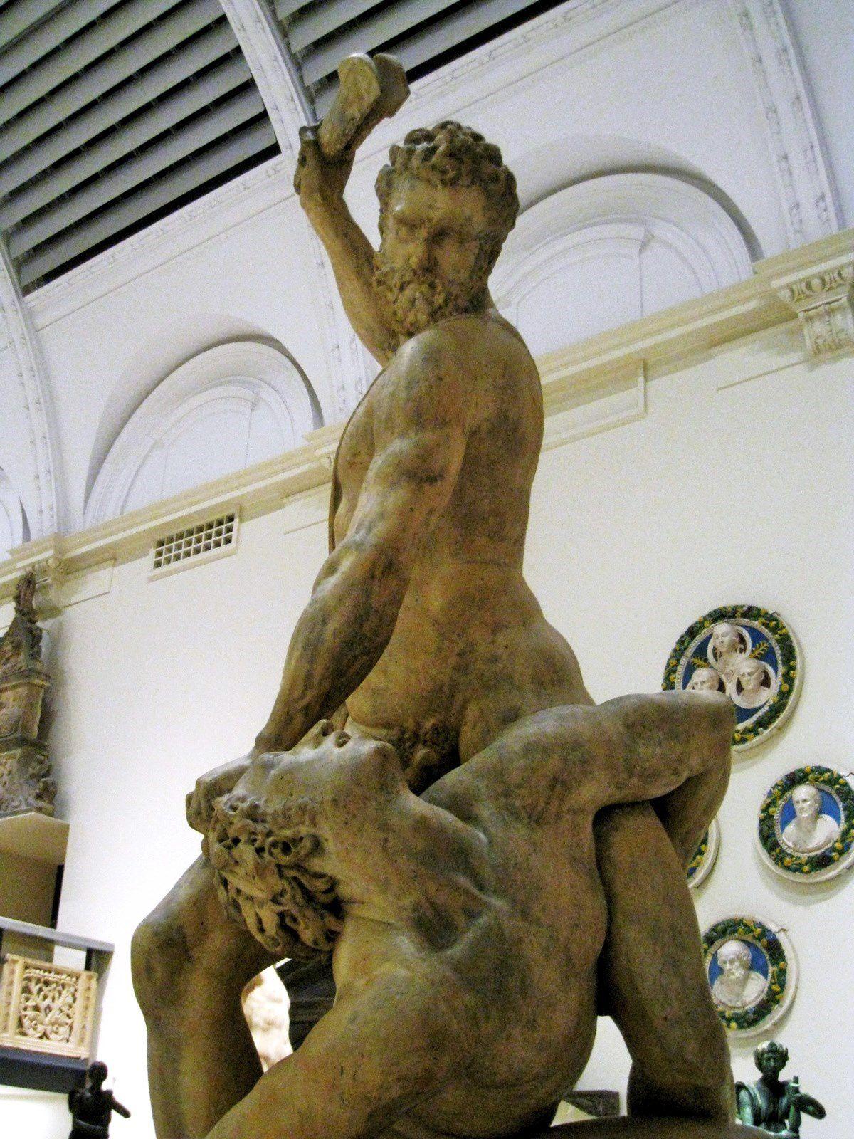 Samson tuant un Philistin, sculpture de Giovanni Bologna