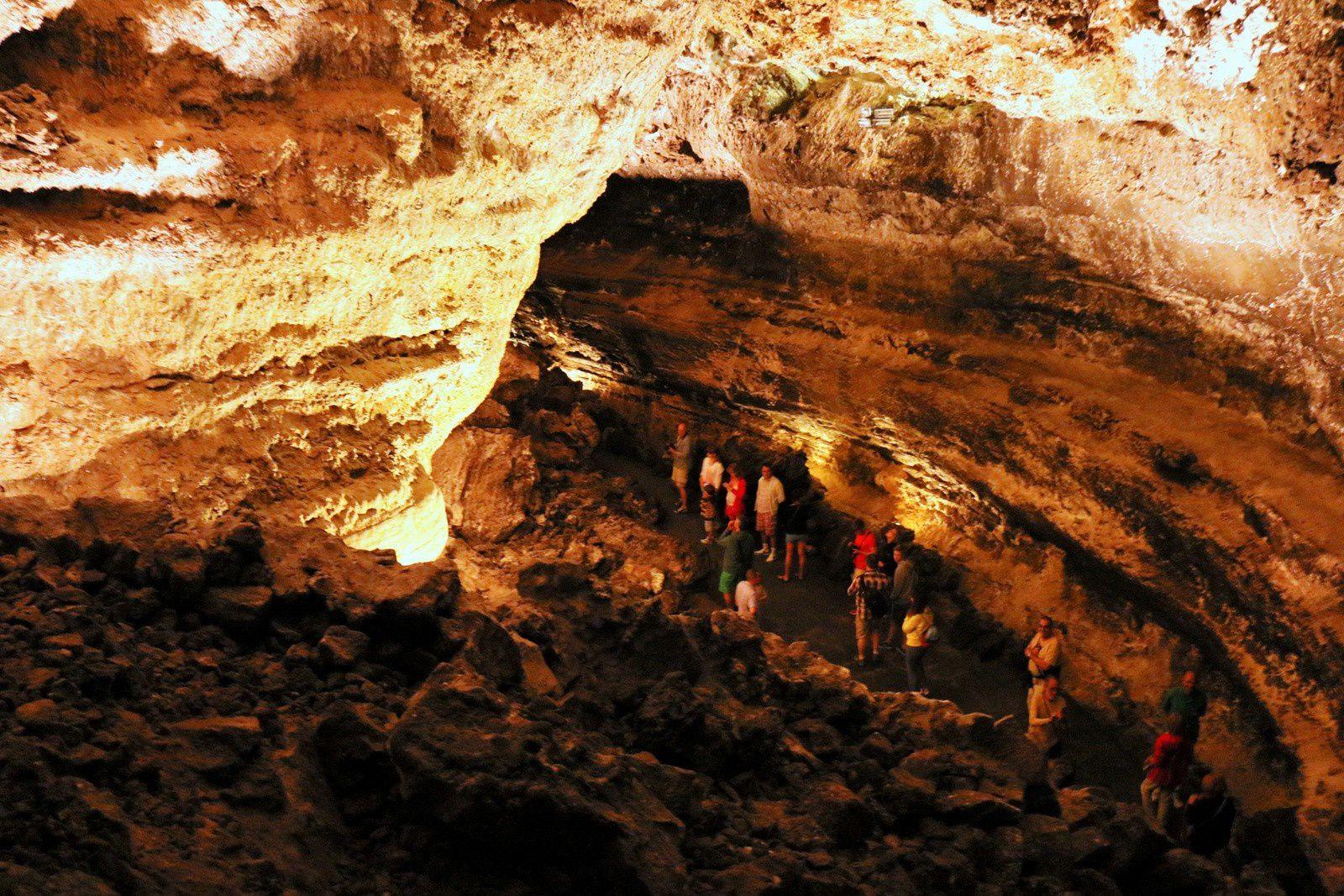 Dans la Cueva de los Verdes (1/2), Lanzarote (Canaries)
