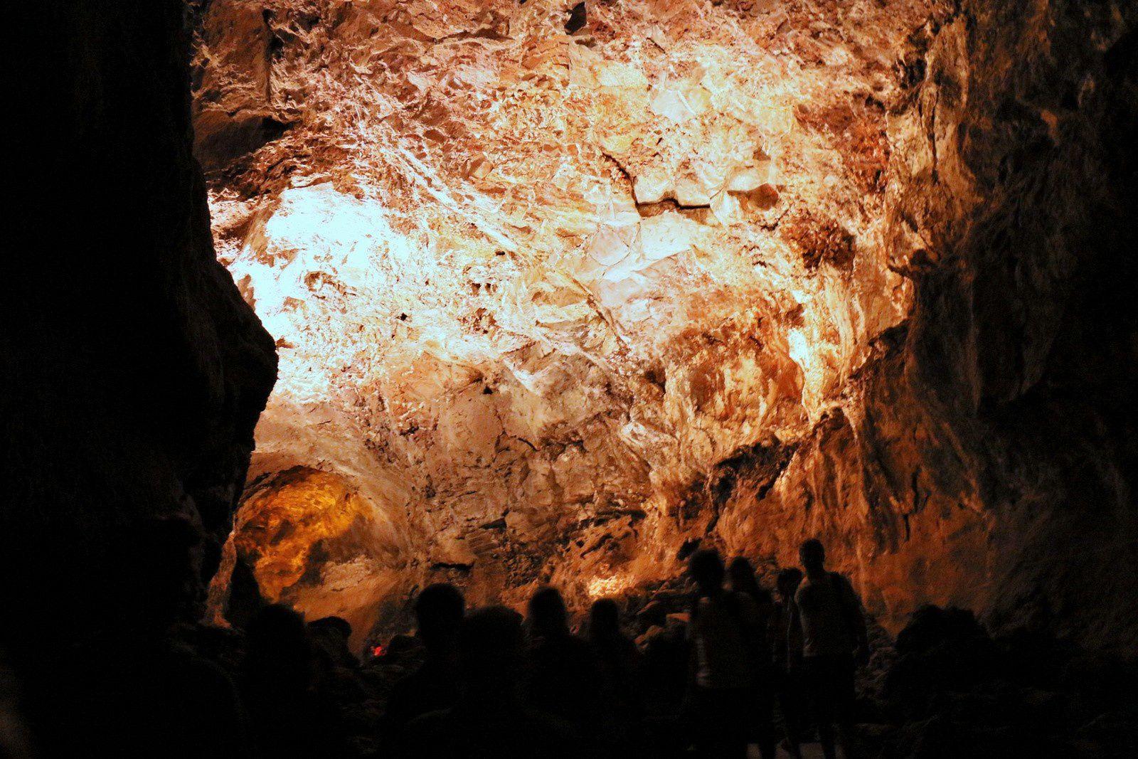 Dans la Cueva de los Verdes (2/2), Lanzarote (Canaries)