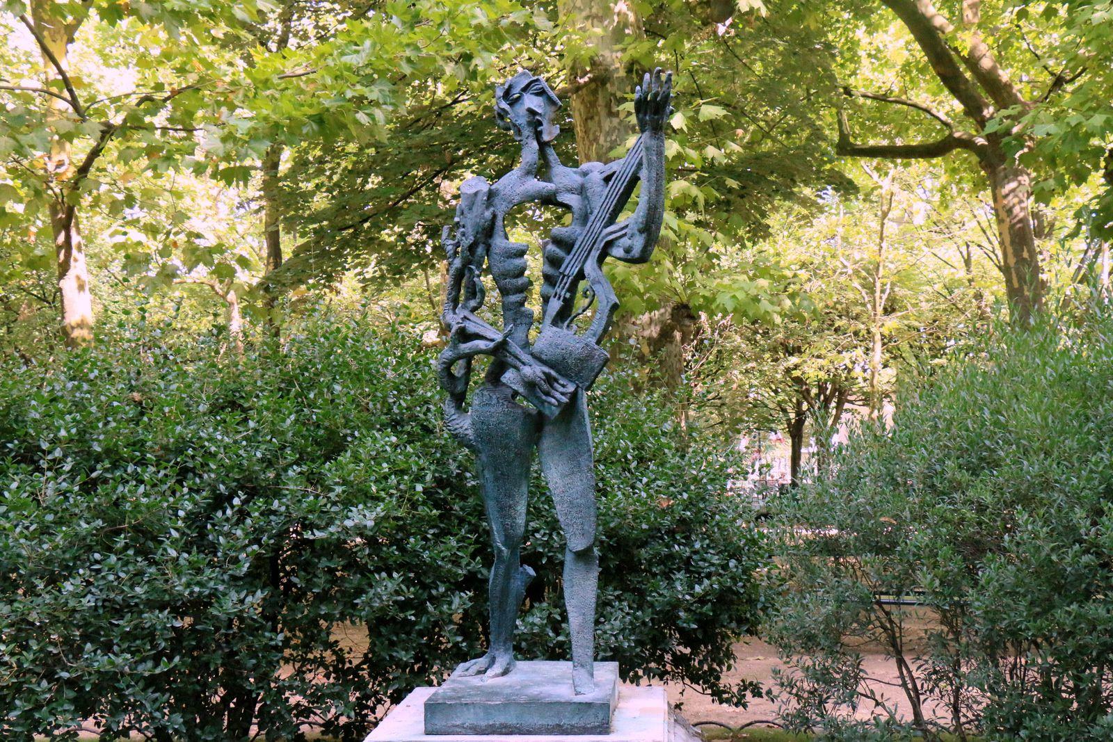 Le poète ou Hommage à Paul Eluard, statue de Ossip Zadkine