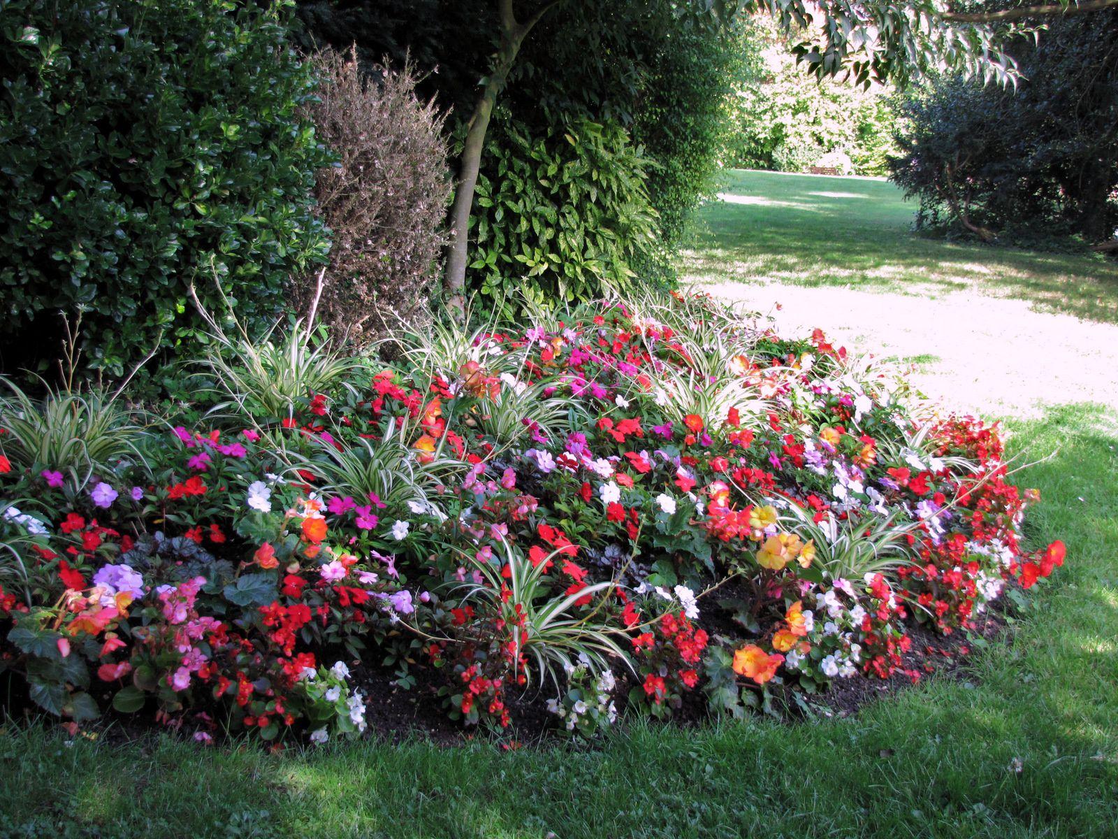 Le Jardin du Trocadéro du Parc de Sainf-Cloud, parterres de fleurs