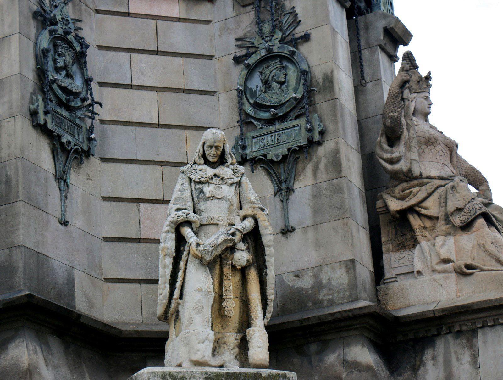 Colonne Christophe Colomb (Barcelone), les statues du socle