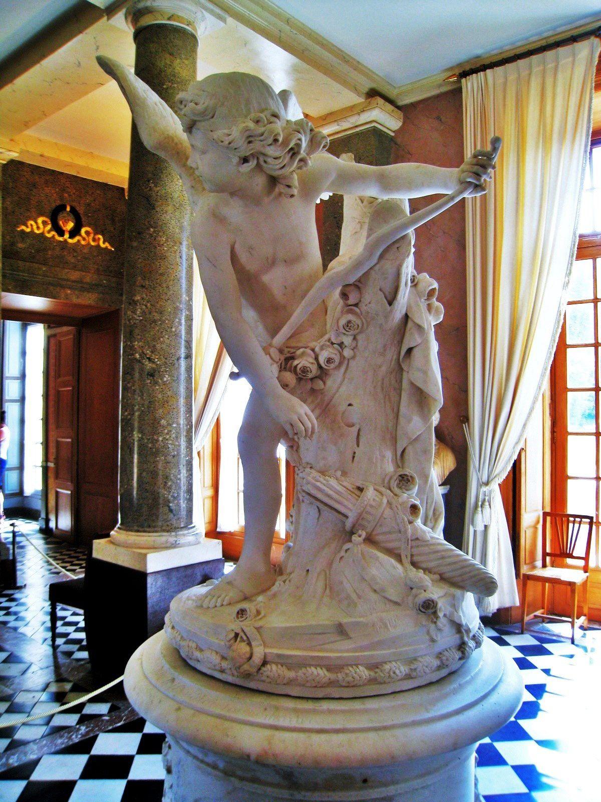 Statue de l'Amour, château de Malmaison