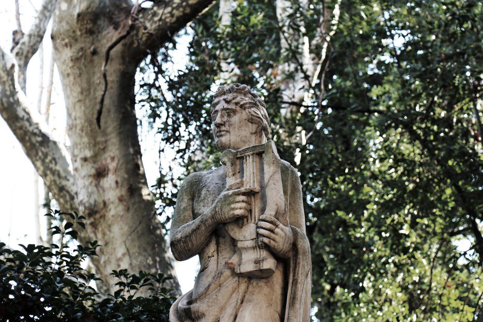 Espace vert à La Spezia, statue de joueur de lyre