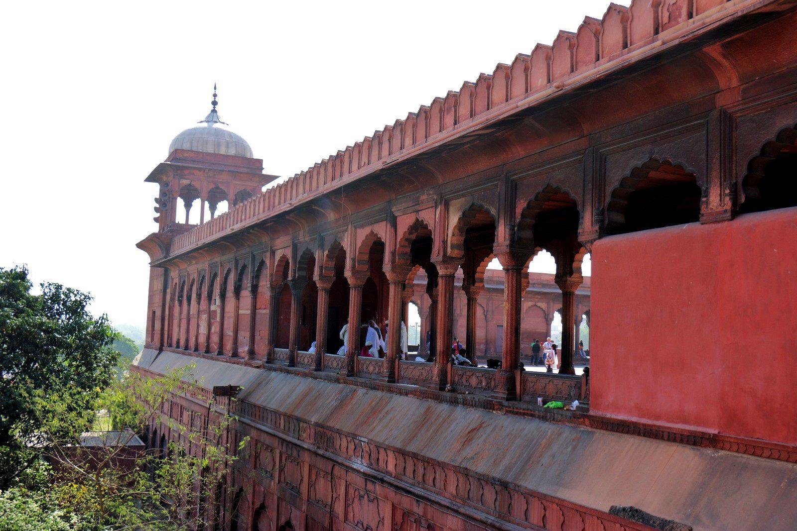Arcades vues de l'extérieur de la mosquée
