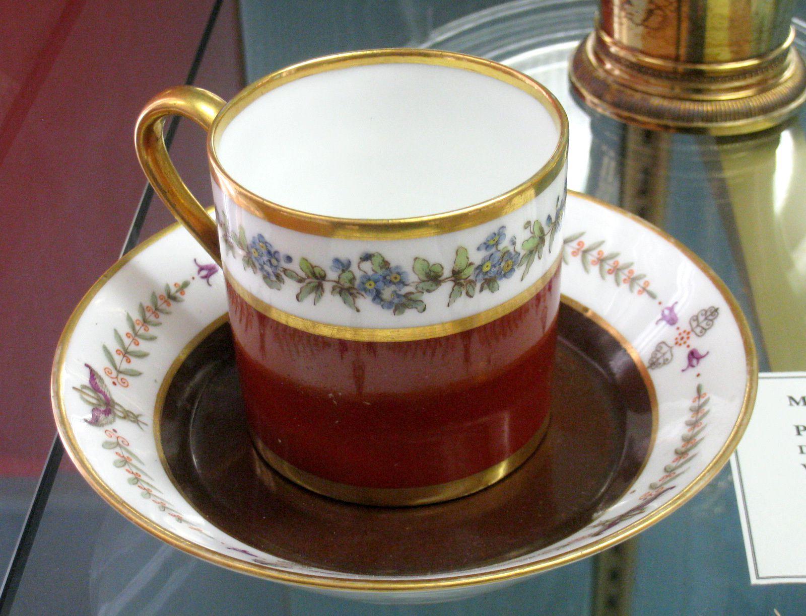 Tasses, théière et pot à lait, château de Malmaison
