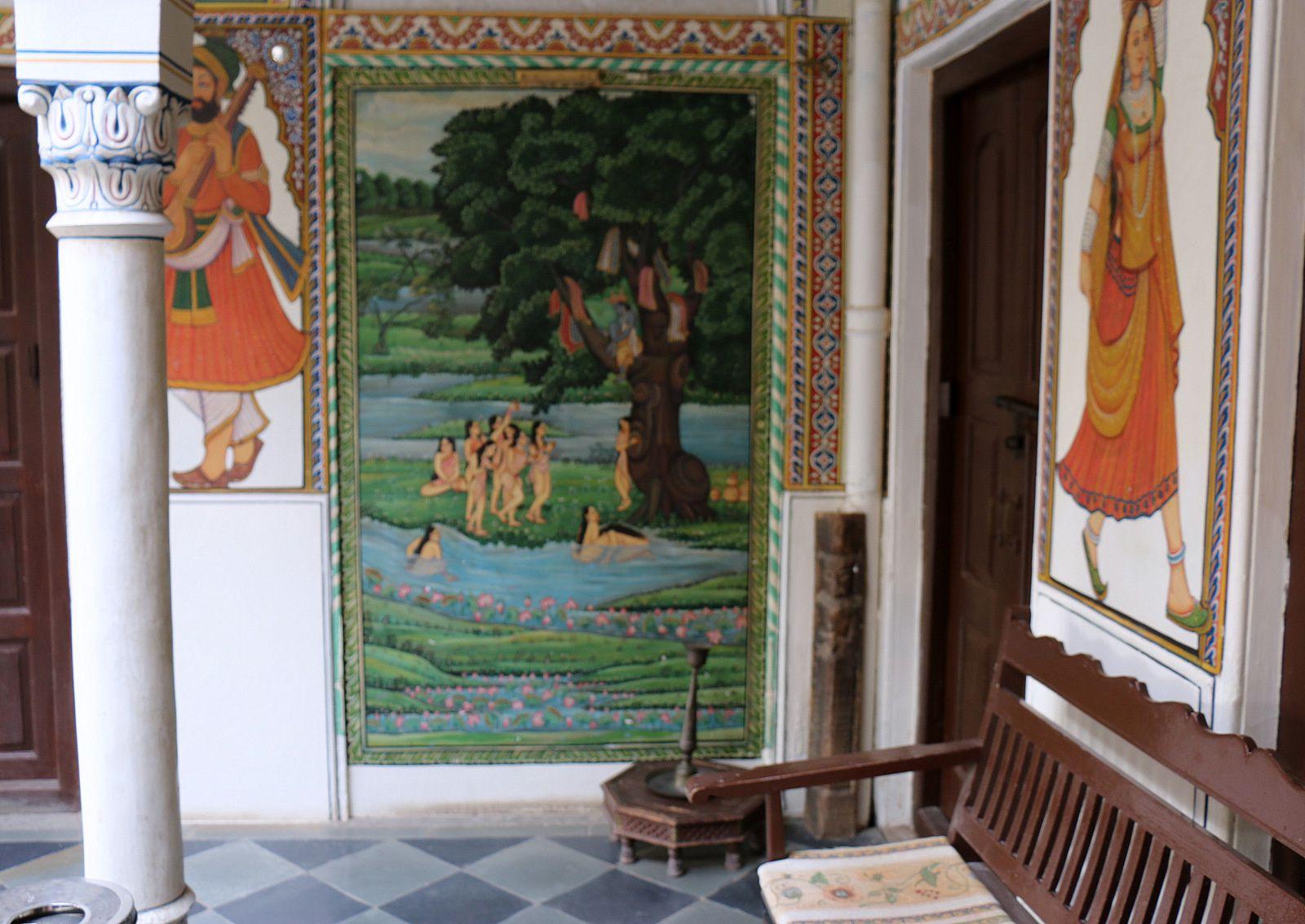 Hôtel &quot&#x3B;Heritage&quot&#x3B; à Mandawa (Rajasthan, Inde), fresques des cours intérieures