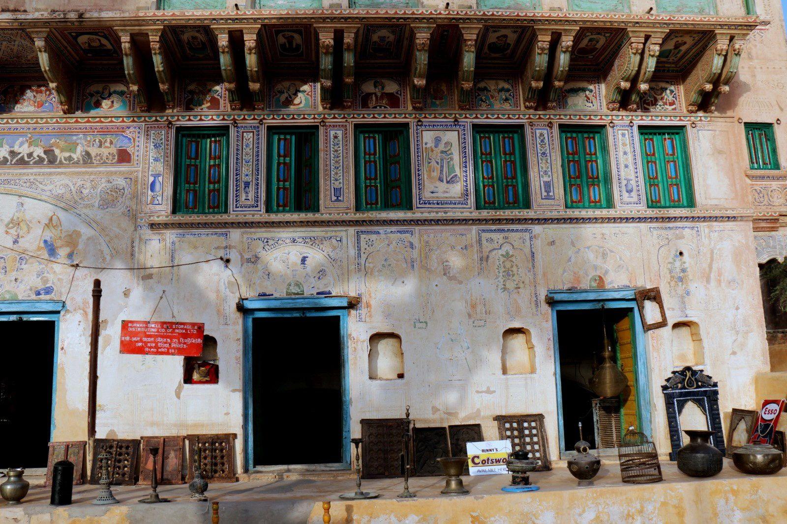 Haveli à renover et ses fresques à Mandawa, Rajasthan (Inde)