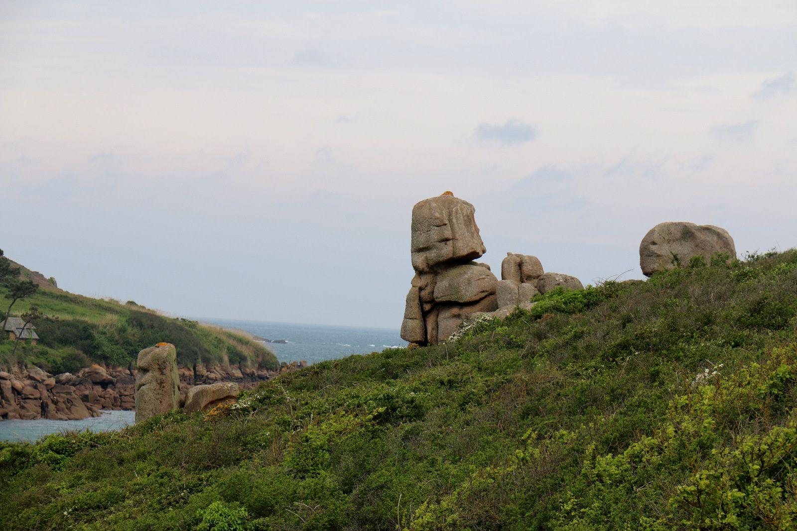 Roches et amas de roches sur la presqu'île du Kastell