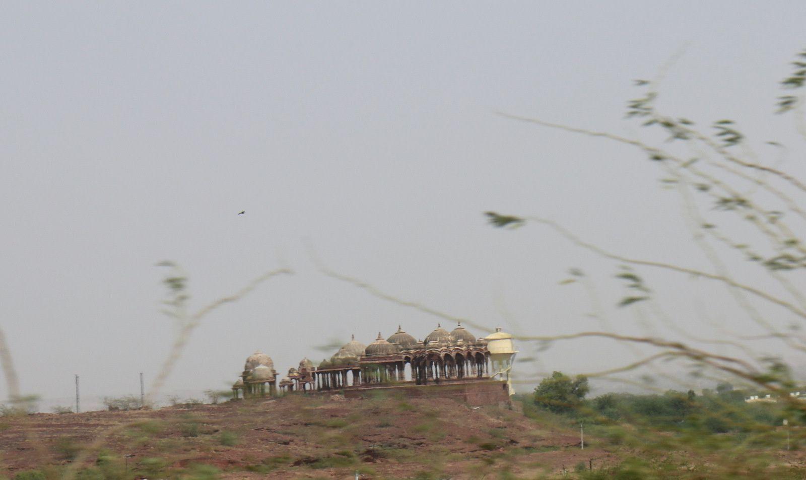 Sur la route menant à Jaisalmer depuis Bikaner, Rajasthan (Inde)