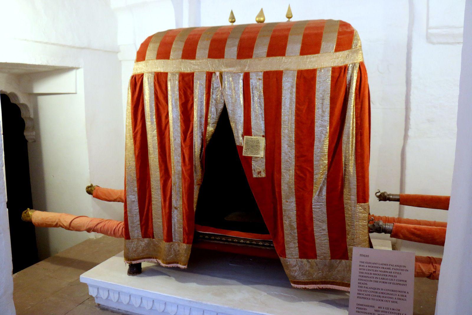 Sièges d'éléphant (palanquins et pinjas), musée de Mehrangarh (Jodhpur, Inde)