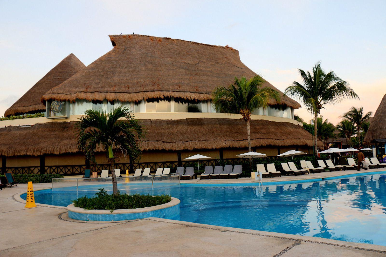 Plages et piscines du catalonia riviera playa mexique for Piscine ibiza riviera 2
