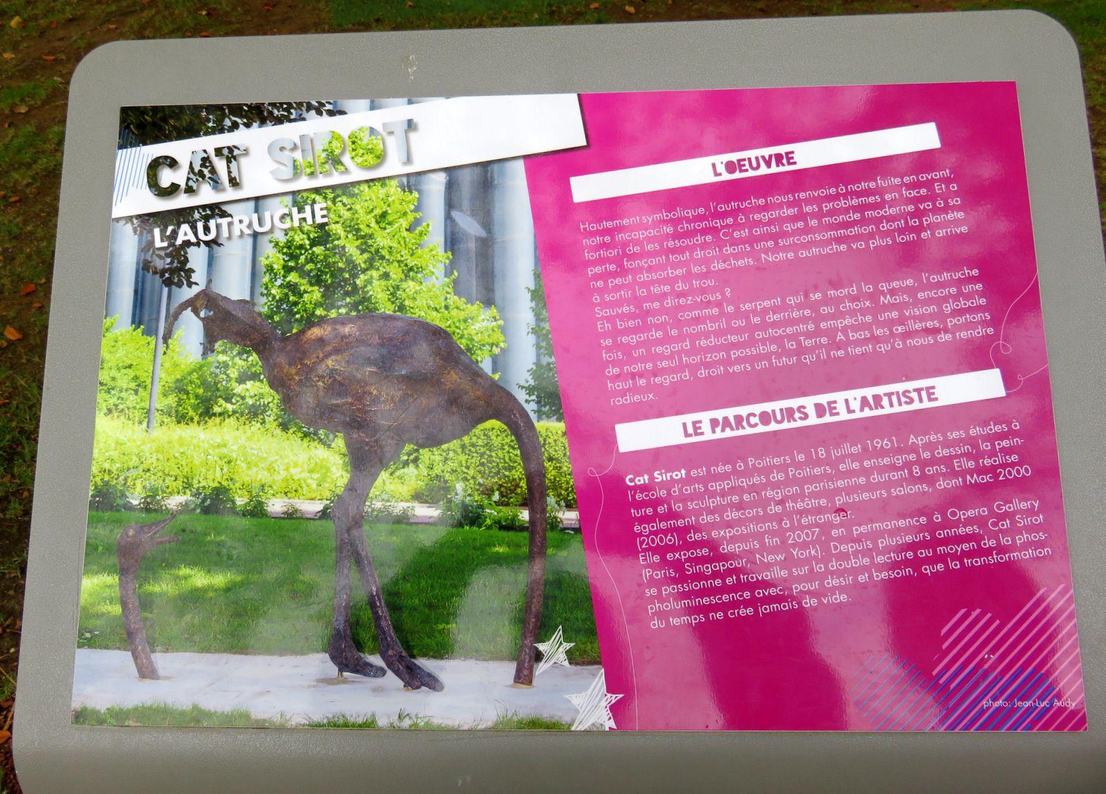 L'autruche de Cat Sirot et l'Arbre aux oiseaux de Gwenael Stamm