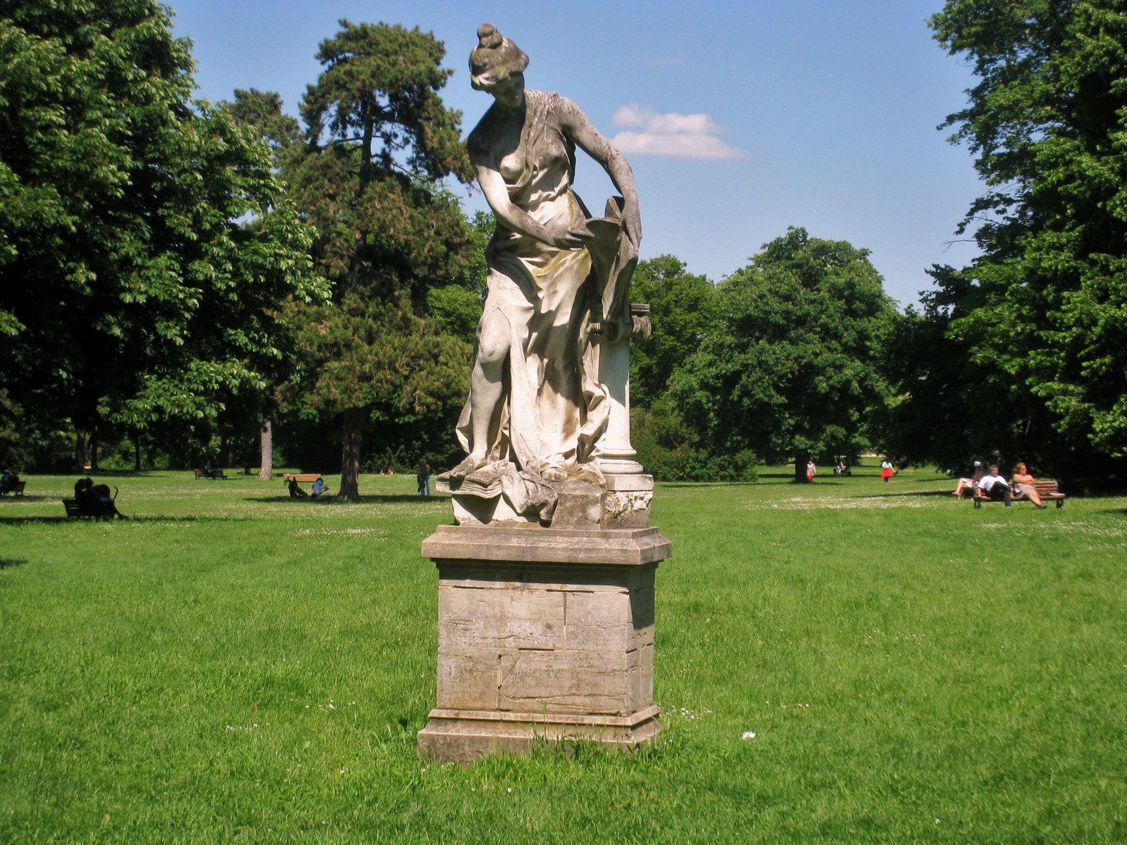 Statue du Parc de Bois-Préau, Rueil-Malmaison