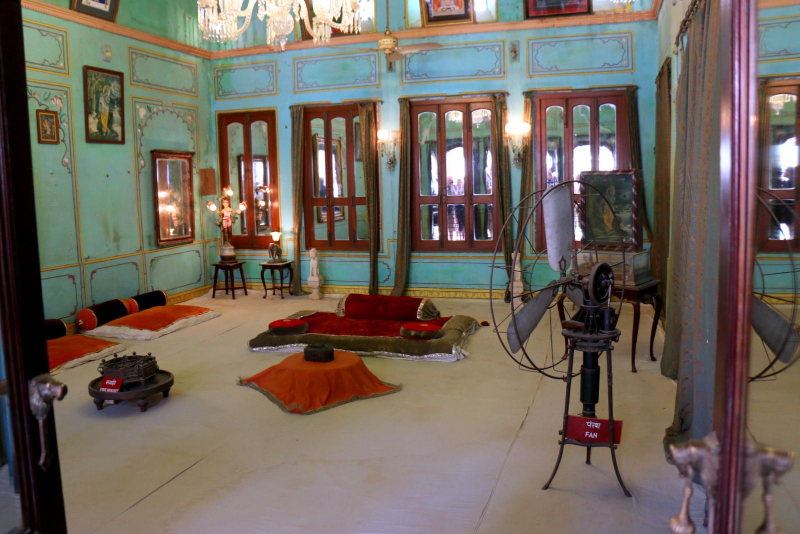 City Palace Museum (Udaipur, Inde), salon et cour