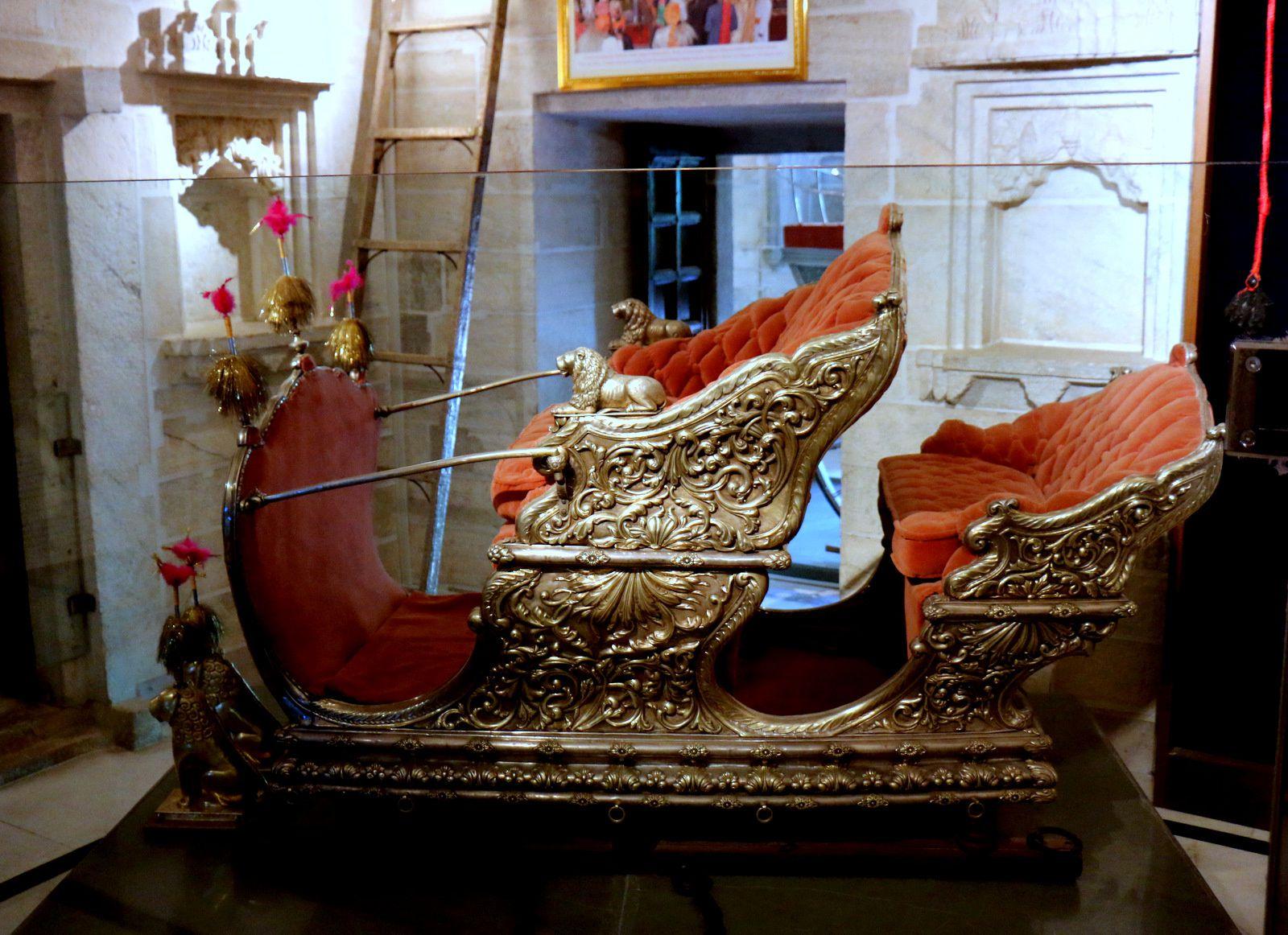 City Palace Museum (Udaipur, Inde), calèches et chevaux